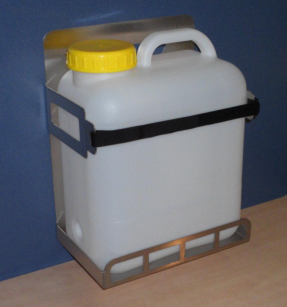 weithalskanister 13 liter mit halter kanisterhalter edelstahl kanister wohnmobil ebay. Black Bedroom Furniture Sets. Home Design Ideas